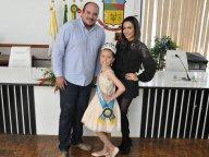 Miss Universe Infantil Horizontina, visita o Legislativo.